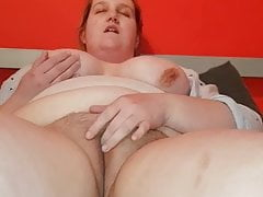 BBW Beth Fingers Her Chunky Pussy