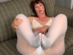 Heavy bottomed milf Scarlett needs in the matter of transgress duo out