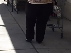 BBW leaving supermarket