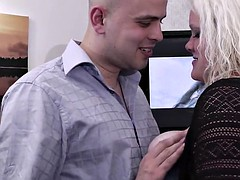 He fucks hot-looking blonde plumper
