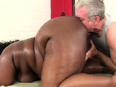 Fat bellied black inclusive Daphne Daniels gets a sex massage